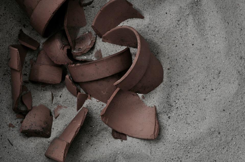 割れた陶器